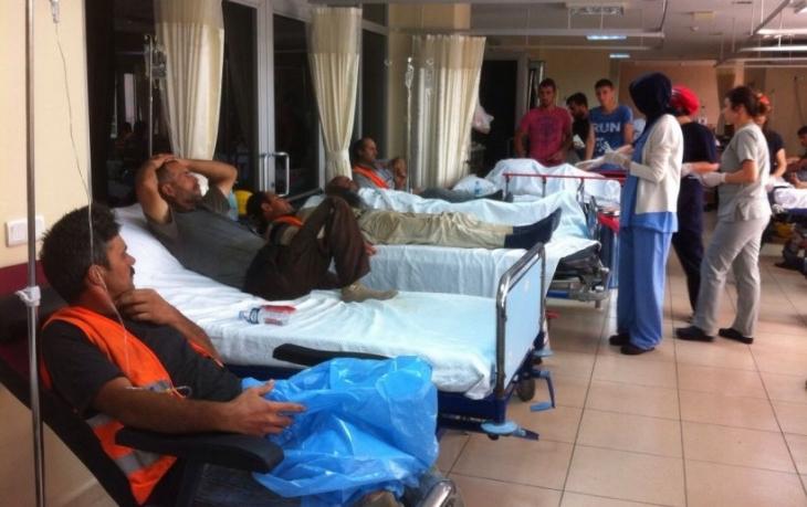 Şantiye yemeğinden zehirlenen 100 işçi hastanelik oldu