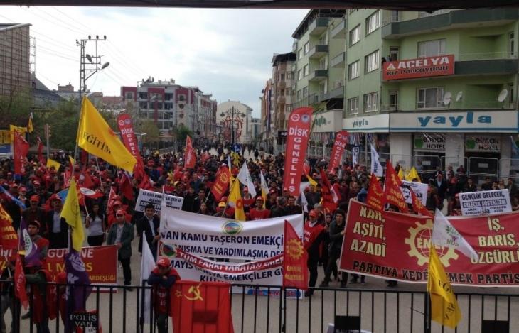 Van 1 Mayısında barış talebi öne çıktı