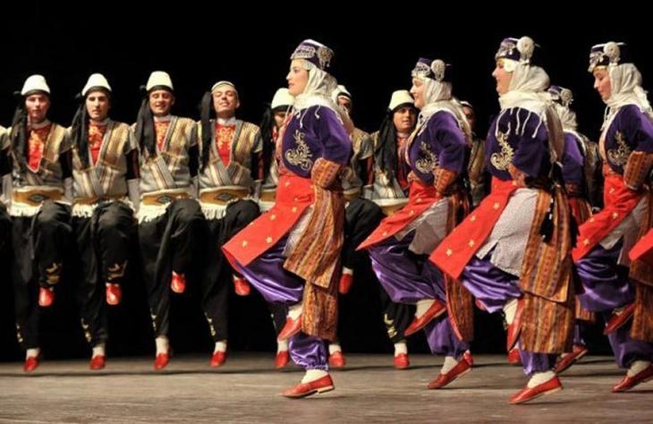 Macaristan'a kaçan 'folklor ekibi'nde sahte evrak iddiası