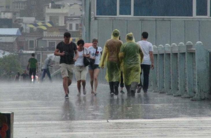 İstanbullular dikkat!... sabah saatlerinden itibaren yağmur geliyor