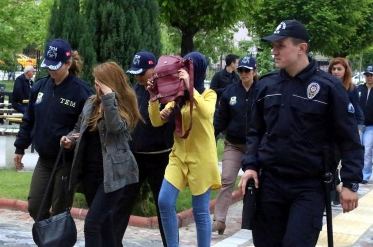 Isparta'da 5 HDP'li kadın tutuklandı
