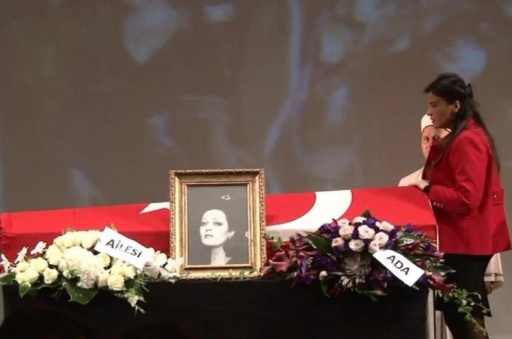 Opera sanatçısı Leyla Demiriş alkışlarla uğurlandı