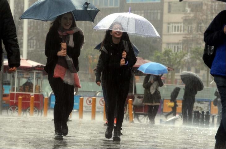 İstanbul'da sağanak yağmur etkisini gösteriyor
