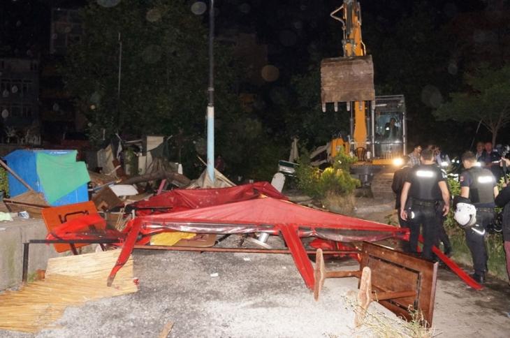 Haliç kıyısındaki işyerlerine gece yarısı yıkımı