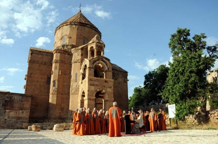 Tigran Hamasyan, Akdamar Kilisesi'de konser verdi
