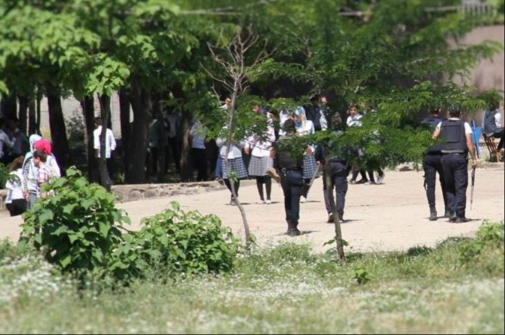 İdil'de okullar polis ablukasında