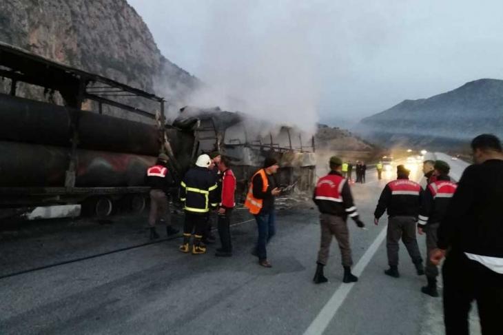 Çorum'da yolcu otobüsü, TIR'a çarptı: 6 ölü, 19 yaralı
