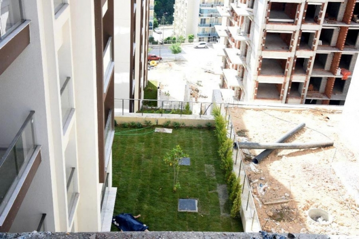 İnşaatta 4'üncü kattan düşen işçi yaşamını yitirdi