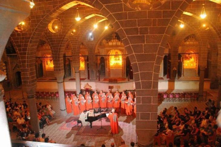 Tigran  Hamasyan  Surp Giragos Kilisesi'nde konser verdi