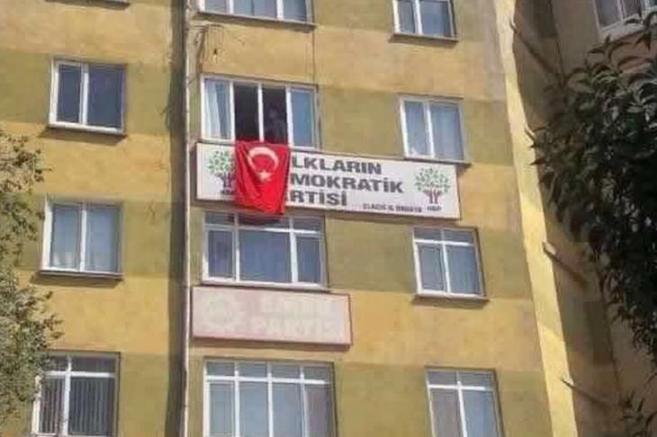 Elazığ'da HDP binasına saldırı