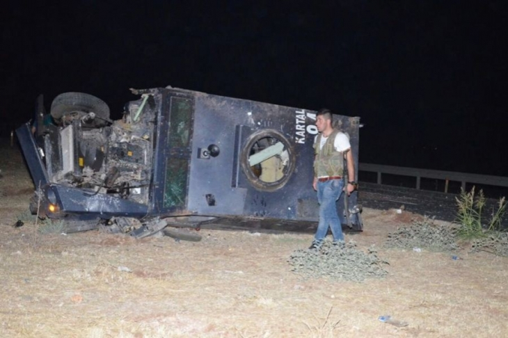 Viranşehir'de zırhlı araca saldırı: 1 polis yaşamını yitirdi