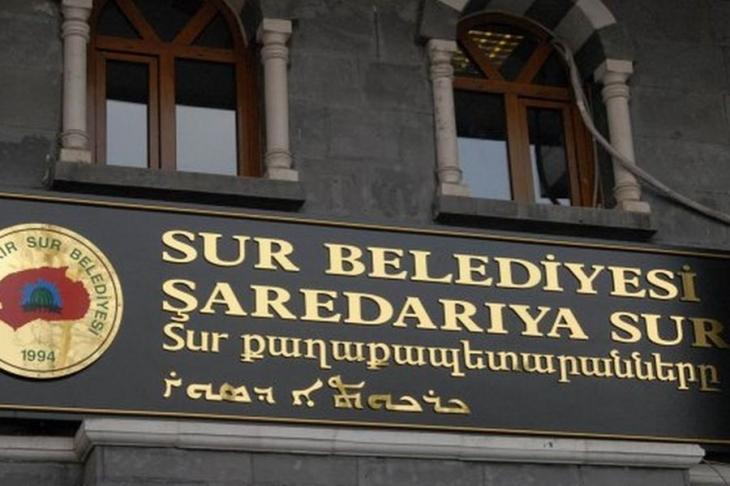 HDP'li Nadir Yıldırım, indirilen çok dil tabelalarını sordu