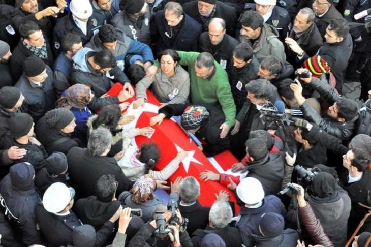 İzmir'deki saldırıda yaşamını yitiren Sekin toprağa verildi