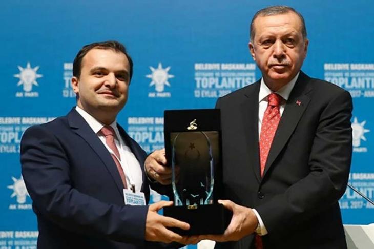 Ödül alan AKP'li Başkan: İddialar asılsız, hedef Erdoğan