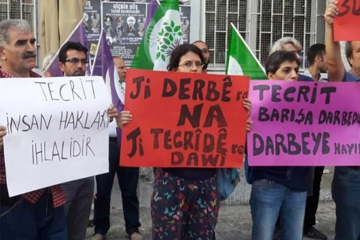Öcalan'ın ailesi ve avukatlarıyla görüşmesine izin verilmeli