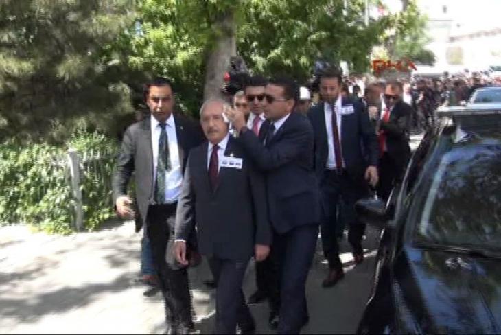 Asker cenazesinde Kılıçdaroğlu'ya yumurtalı saldırı