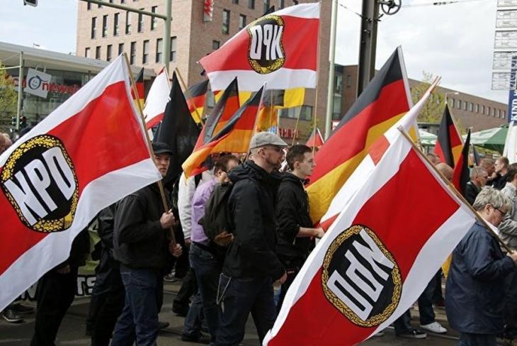 Almanya, aşırı sağcı NPD'yi kapatmıyor