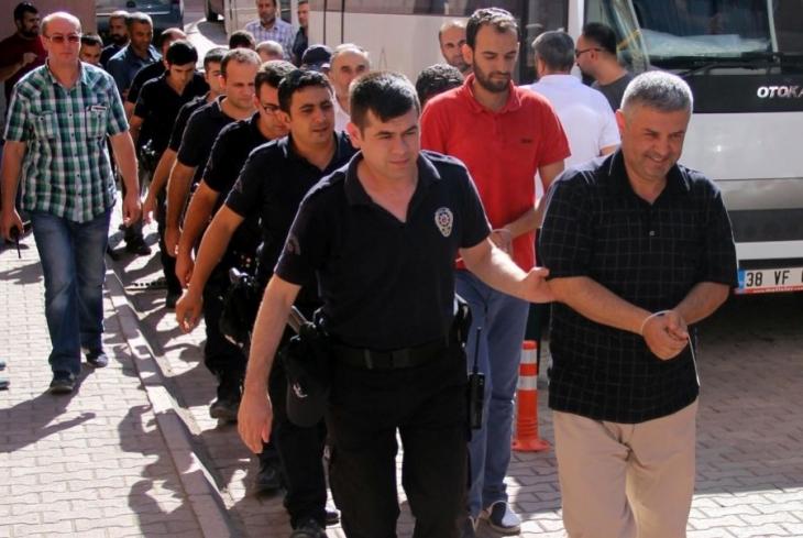 Kayseri'de gözaltındaki 43 polis adliyeye sevkedildi