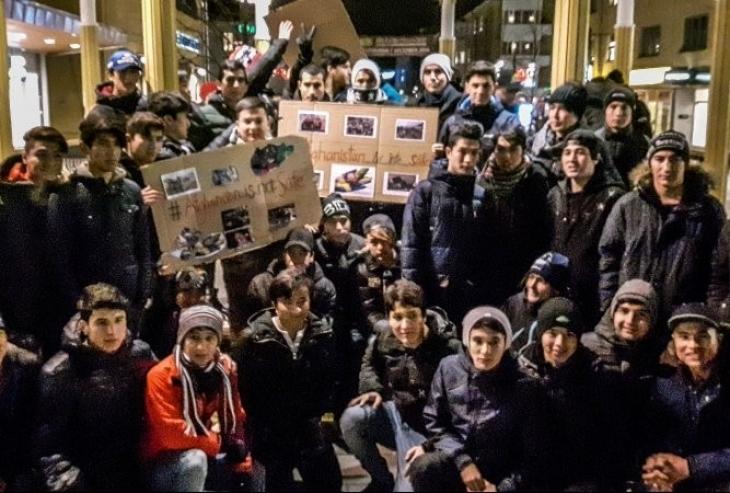 Mülteci çocuklar 'toplu intihar' çağrısı yaptı