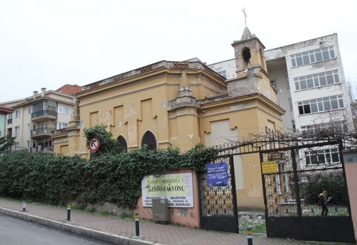 Katolik, Ortodoks ve Protestanların kullandığı kiliseye boşaltma kararı