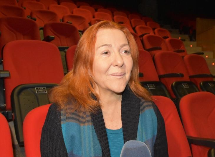Oyuncu Sumru Yavrucuk tiyatro sahnesinde hastanelik oldu