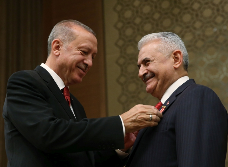 Yıldırım'a madalya veren Erdoğan: Bazıları gibi yolunu şaşırmadı