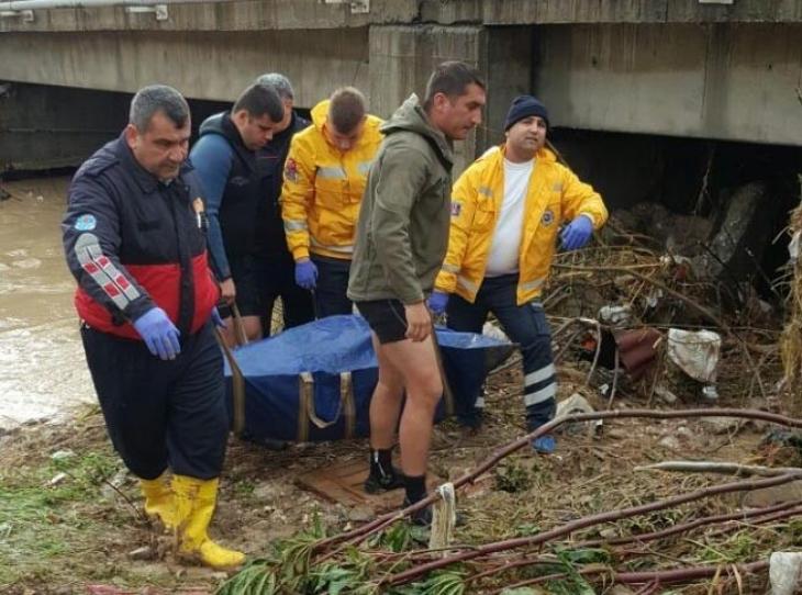 Mersin'de cesetlerin kimliği belirlendi, 2 kişi aranıyor