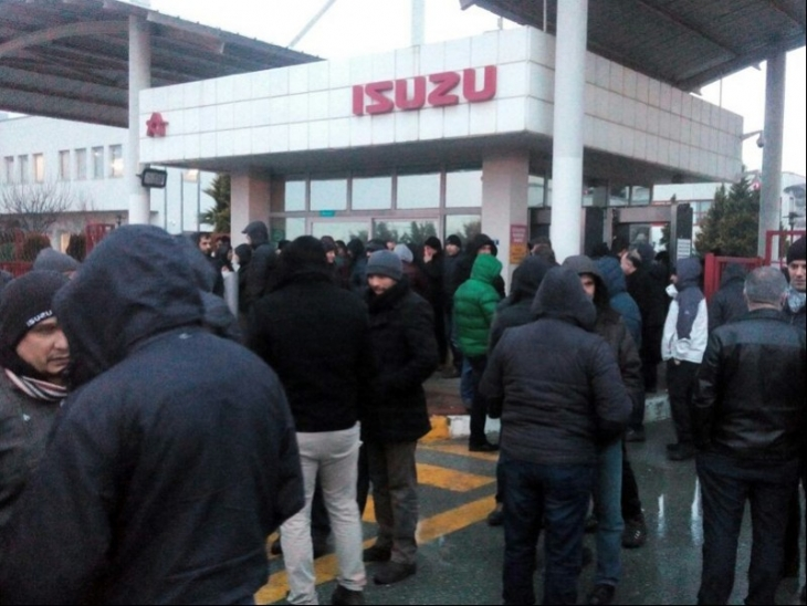 Isuzu işçileri, patronun dayatmasına karşı direnişe geçti