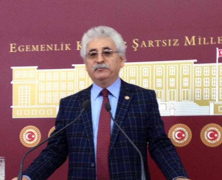 Meclis'te, Anayasa değişikliğine tepki: Hükümdar istemiyoruz