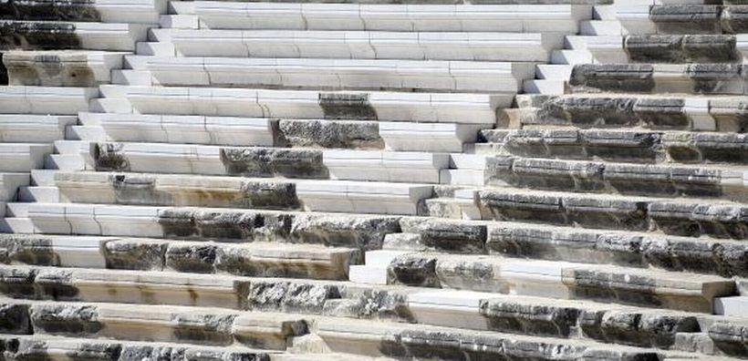 Aspendos'ta restorasyon faciası: Tarihi merdivenlere mutfak mermeri döşediler