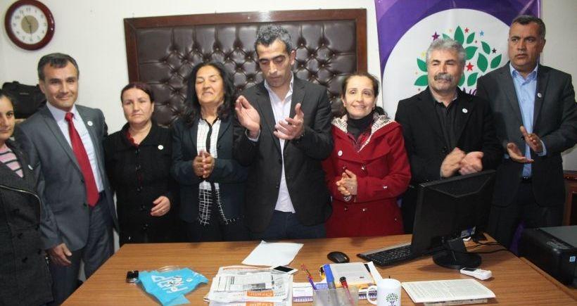 Didim'de 25 CHP'li istifa ederek HDP'li oldu
