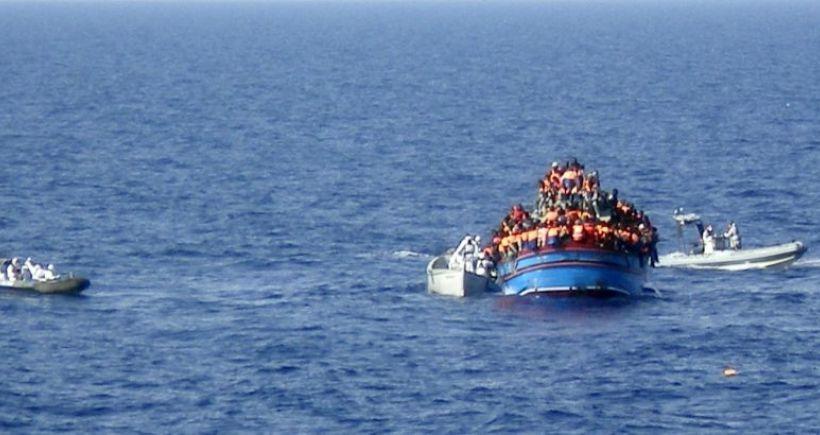 Akdeniz'de göçmen gemisi battı: 700'e yakın kişi kayıp
