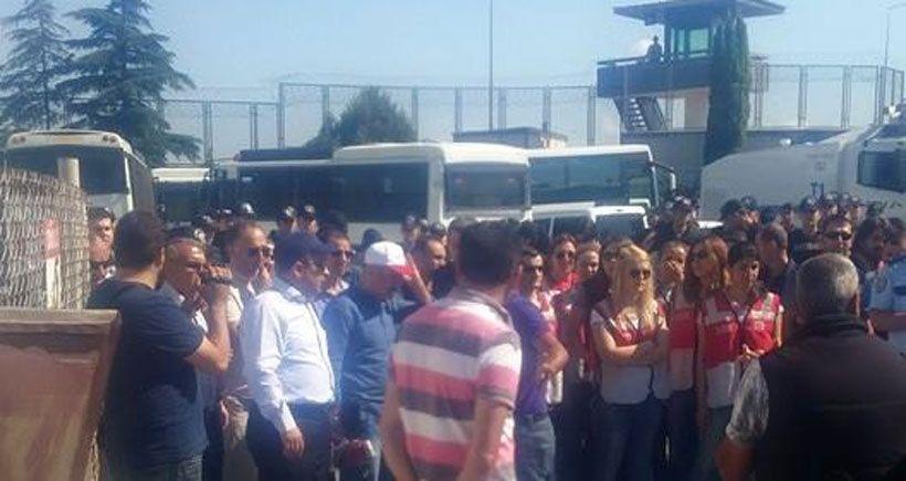 Direnişteki SeraPool işçilerine polis ablukası