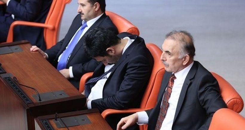 'Meclise uyumaya gitmiyorum' diyen Işılak uykuda yakalandı