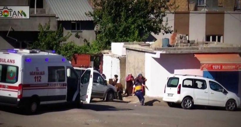 VİDEO: Hayat kurtarmaya çalışan sağlıkçılara böyle ateş açtılar