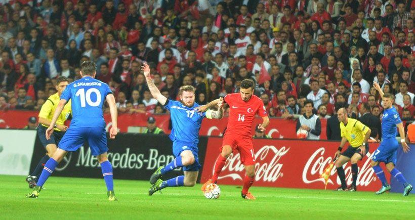 Türkiye, İzlanda'yı Selçuk İnan'ın golüyle yendi ve direk finallere kaldı