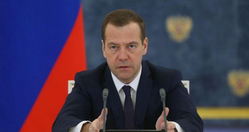 Başbakan Medvedev: Bazı Türk yetkililer IŞİD'den petrol geliri sağlıyor
