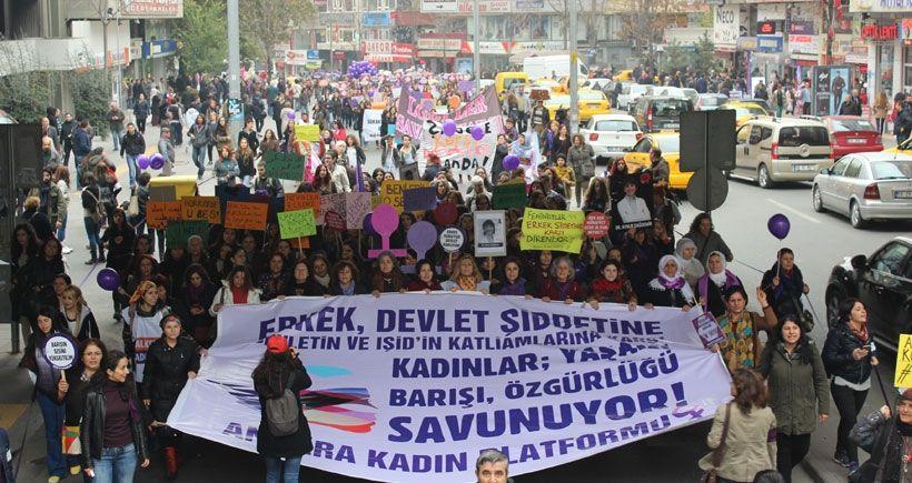 Kadınlar şiddete karşı yaşamı savunmak için alanlara çıktı