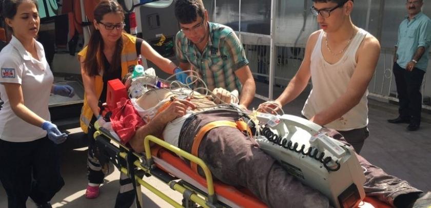 İzmit'te 4. kattan düşen inşaat işçisi ağır yaralandı