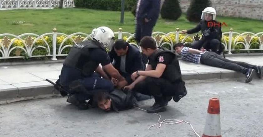 Başbakanlık ofisi önündeki eyleme polis saldırdı