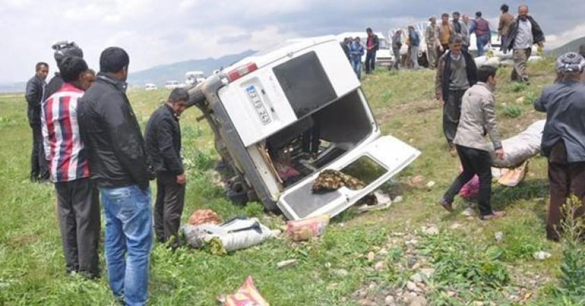 Tarım işçileri kaza yaptı: 11 işçi yaralandı