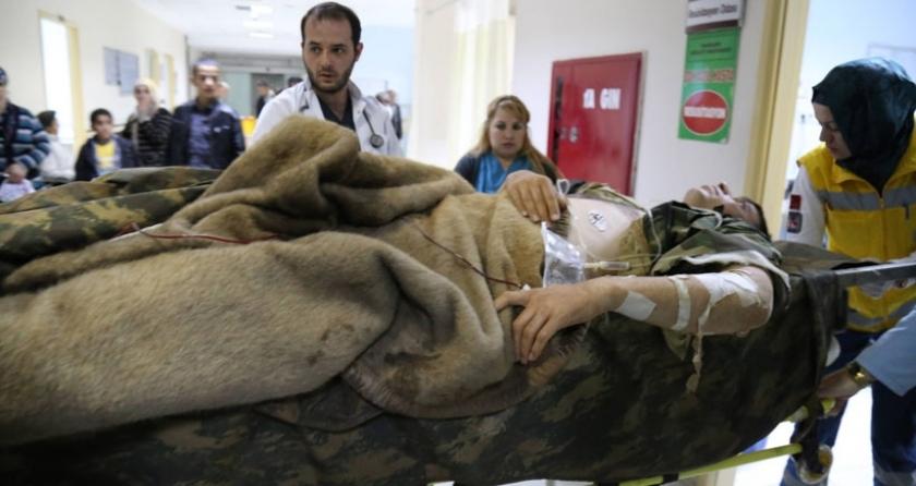 Karakola yıldırım düştü: 10 asker yaralandı