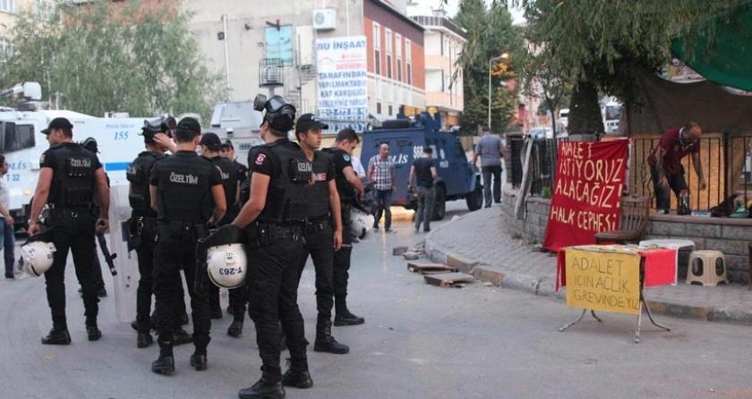 Açlık grevi yapan Halk Cephesi üyelerine polis baskını