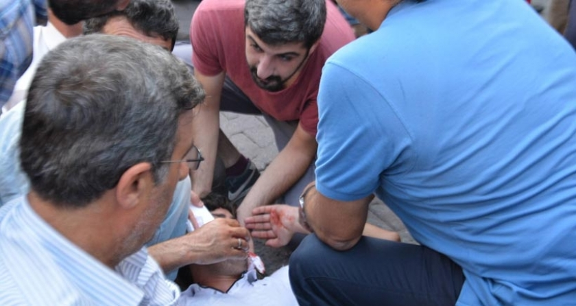 Mersin'deki katliam protestosuna silahlı saldırı: 2 kişi yaralandı