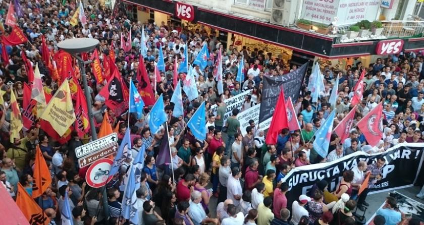 İzmir'de Suruç'ta gençleri katledenlere öfke vardı.