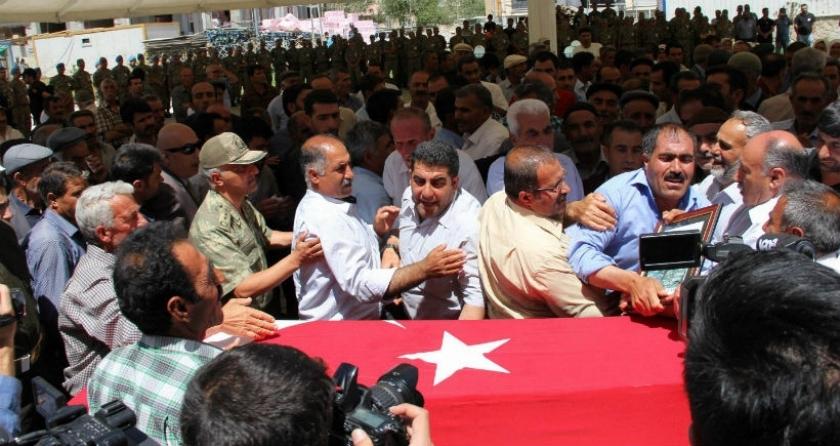 Asker cenazesinde Cumhurbaşkanı Erdoğan'a tepki: Bilal'i askere gönder