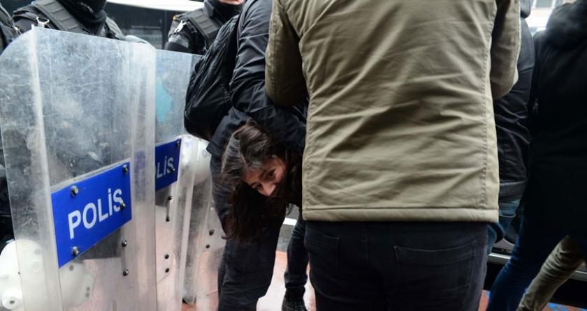 Gençlik Federasyonu üyelerine ters kelepçeli gözaltı