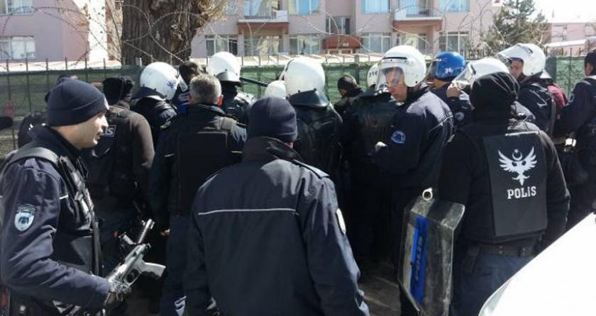 Erciş ve Kars'ta polis saldırısı