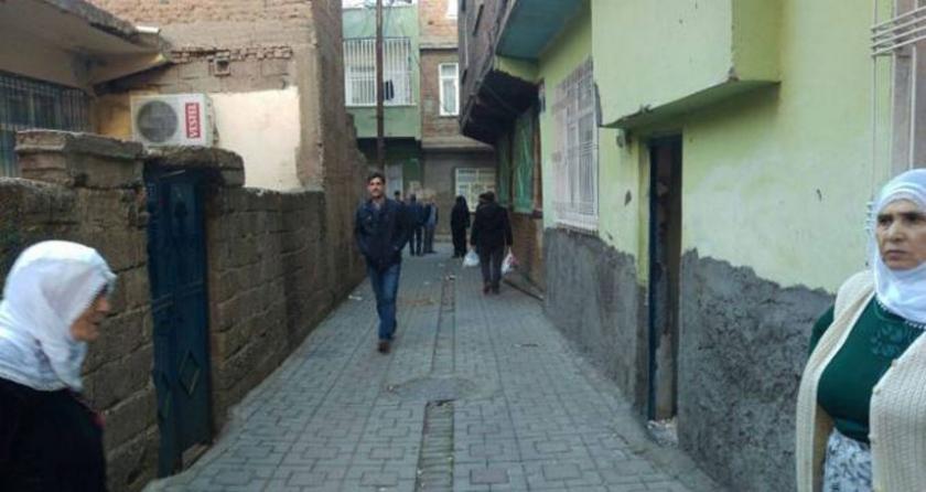 Yasağın sona erdiği Bağlar'da yurttaşlar evlerine baktıktan sonra Newroz'a koştular
