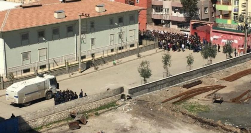 Cizre'de Newroz'u kutlamak isteyenlere polis saldırdı